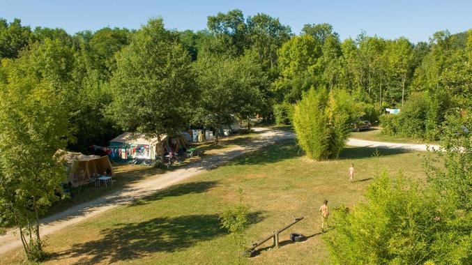 Travel sustainable: Camp naked