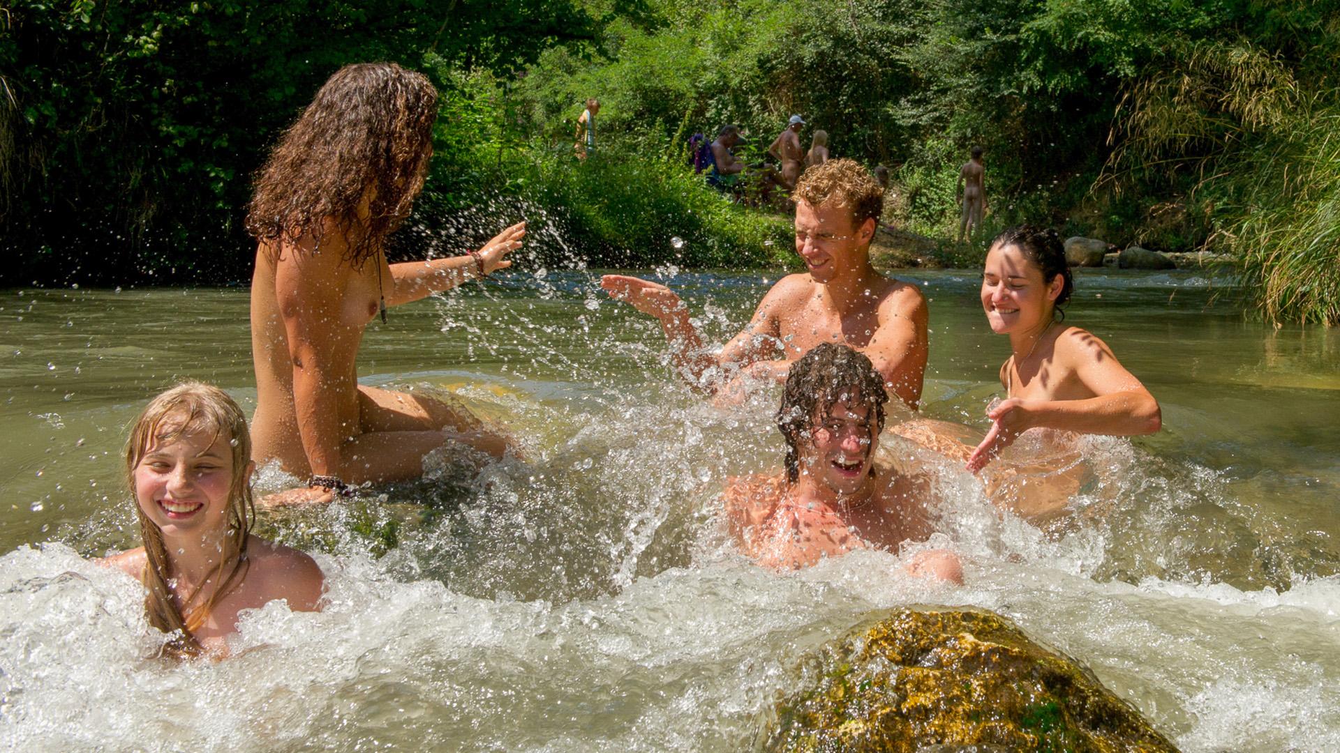 Camping naturiste Hautes-Pyrénées France L'Eglantière