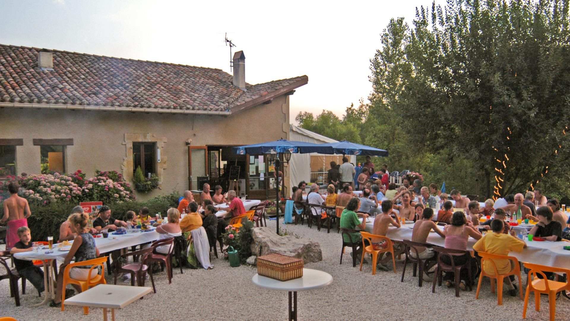 Evening entertainment at L'Eglantière