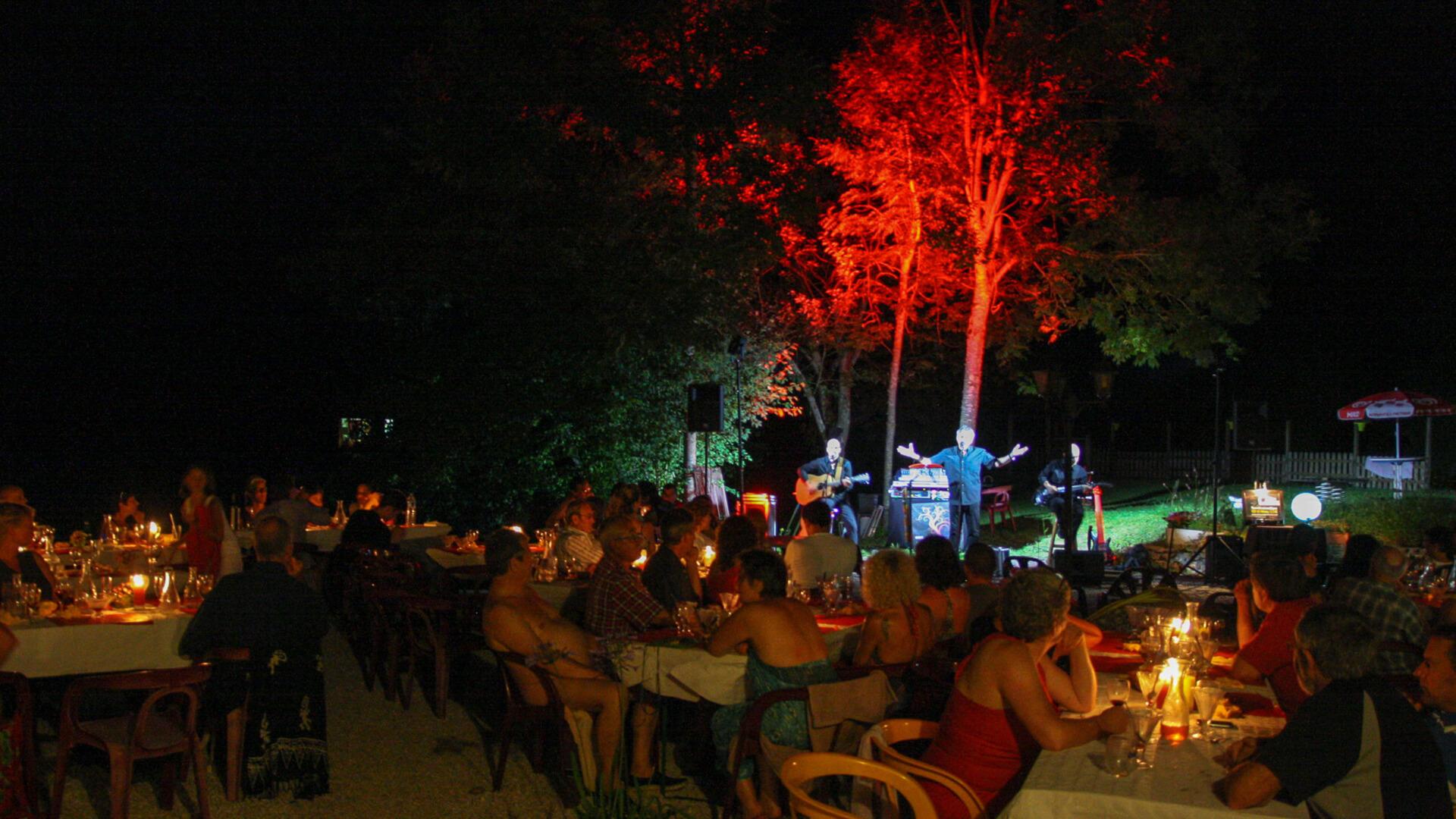noche de campamento naturista